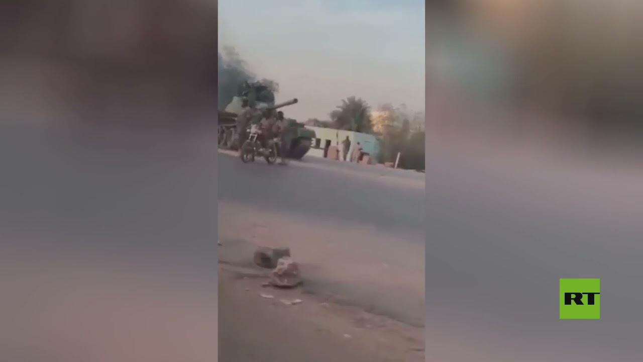 فيديو لانتشار الدبابات في العاصمة السودانية على خلفية محاولة -انقلاب- في البلاد