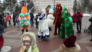 Я катаюсь с ледяной горки на площади в Белгороде (второй эпизод). 03.01.2017