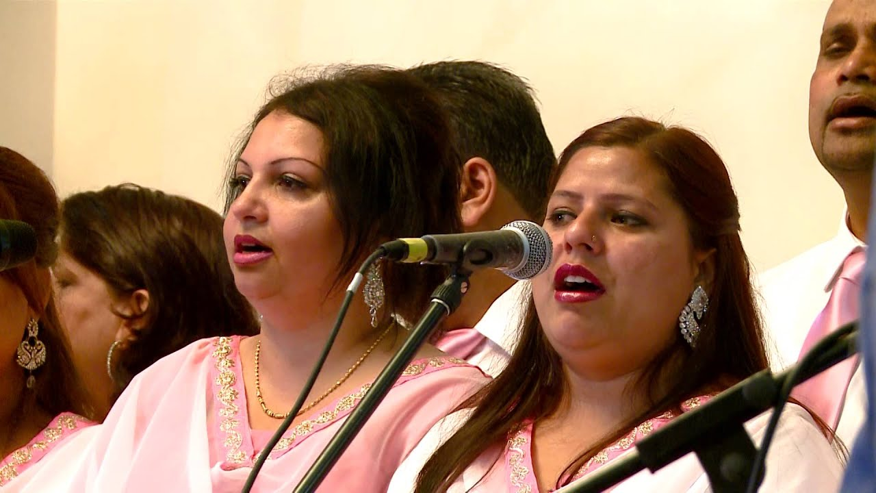 SONG MAINE KUCH KARNI HAI BAAT BY SHAMEY HANS AT LONDON BACC CONVETION 2015