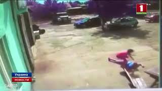 Мощный смерч в Одесской области подбросил парня в воздух