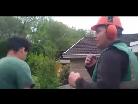 Gypsy man fighting with his dosser at work.   Sub, Like and share 👍