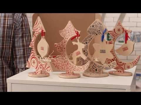 Cмотреть видео онлайн Замечательные бизнес-подарки деревянные настольные елки с игрушкой от