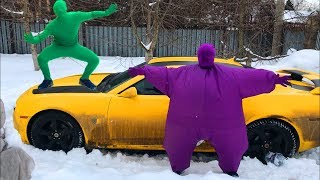 Purple Fat Man can not fit in Car Chevy Camaro & Green Man came to the Rescue for Kids