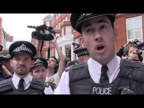 Police Attack Protestors at Assange Ecuadorian Embassy