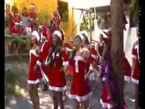 Noël à Koh Samui , intervention surprise de jeunes filles Thai dans l'école française