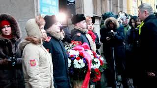 В центре Петербурга возложили цветы в честь Дня снятия блокады