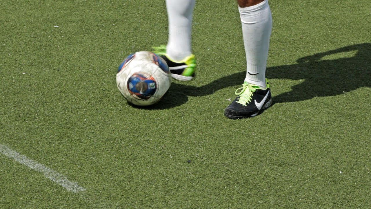 dribble soccer definition