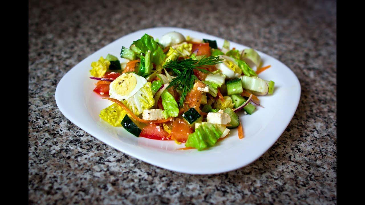 салат с яйцом и огурцами и помидорами