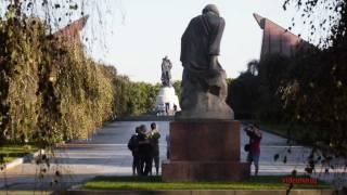 b   Soviet war memorial*Sowjetisches Ehrenmal Berlin*  (Treptower Park ) Trailer
