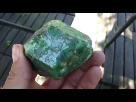 Large Green Garnet: TSAVORITE crystal from Tanzania