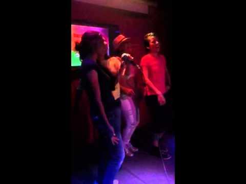 Karaoke y mini clases de bachata en México