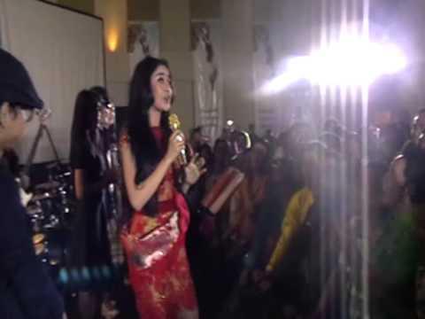 D'Gampangan Feat  Uut Permatasari - Sinden Panggung & Tak Jujur @Hotel Arjuna Bandung