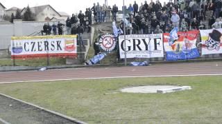 Chojniczanka - Arka Gdynia. Podarta flaga Piasta Człuchów.