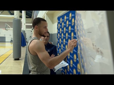 Steph Curry Fills Out NCAA Bracket | CampusInsiders