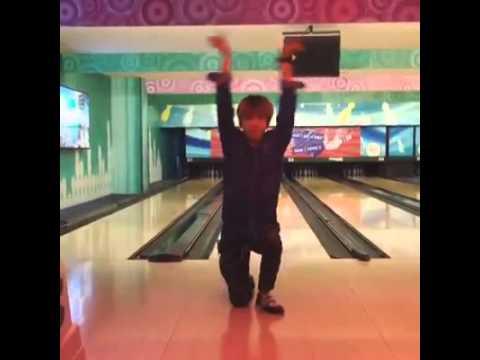 Kelvin Khánh hẹn hò Khởi My chơi bowling [P1]