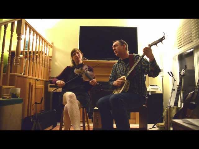 """Richie Stearns & Rosie Newton perform """"Ribbons & Bows"""""""
