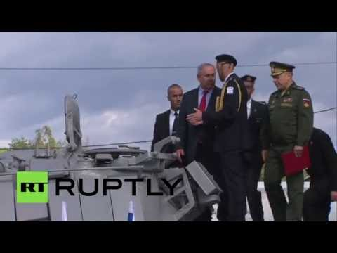 Netanyahu climbs Magach tank after Russia returns it to Israel