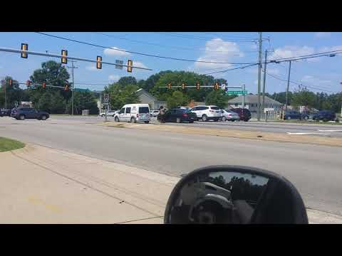 Barbarians Fighting in the Middle of Hull Street Road Chesterfield Virginia (World Star) lol
