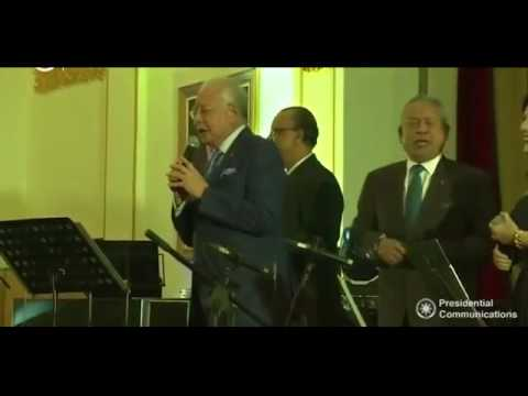 Philippine President & Malaysian PM sing karaoke at banquet
