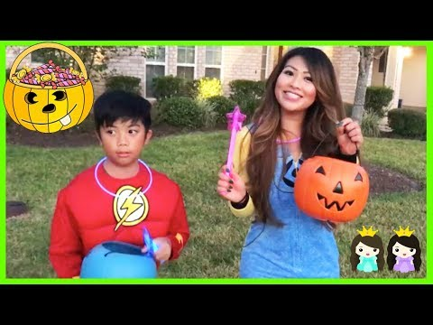 HALLOWEEN TRICK OR TREAT for Toy Egg Surprise and Candy with Princess ToysReview