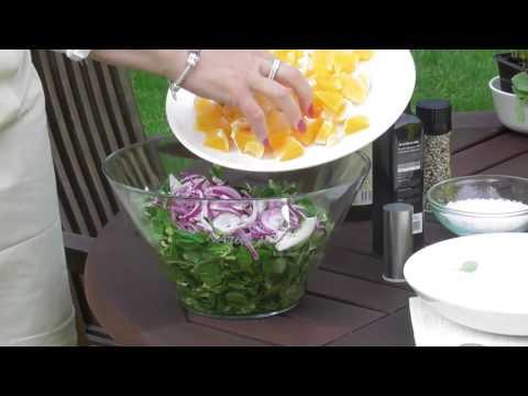 Polníčkový salát s pomeranči a ořechy