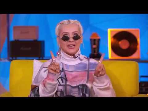 Christina Aguilera Shades Ariana Grande?