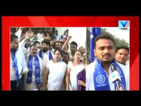 Dalit's surrounded Collector's office in Surat following Maharashtra Violence | Vtv News