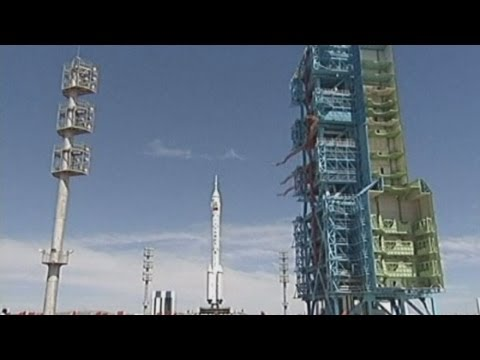 China prepares to send manned rocket into space