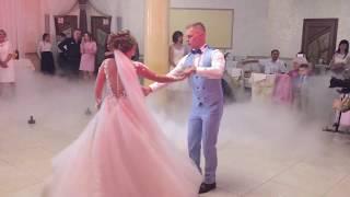 Перший танець дуже ніжних молодят Мар'янки та Олежика