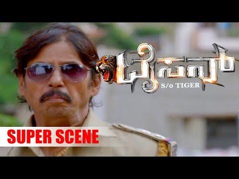 Srinivas Murthy is robbed in front of bank | Tyson Kannada Movie | Kannada Scenes