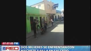Dos mujeres se enfrentan con machete y silla en Salcedo