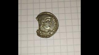 The coin siliqua magn decentius