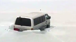 Владивосток 18 января Toyota Hiace еще одна машина ушла под лёд Astakada