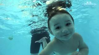 видео СЕМЬЯ - Уроки плавания для детей - Подвижные игры в воде