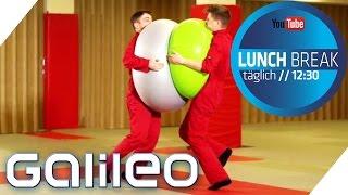 Was passiert, wenn zwei Gymnastikbälle aufeinanderprallen? | Galileo Lunch Break