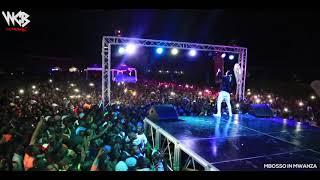 SHUHUDIA Mbosso akiwadekeza wana Mwanza wasafi festival 2018