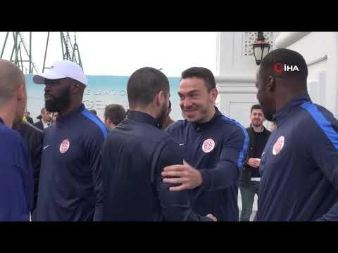 Cuma Namazı Çıkışı Fenerbahçeli Futbolculara Yoğun İlgi