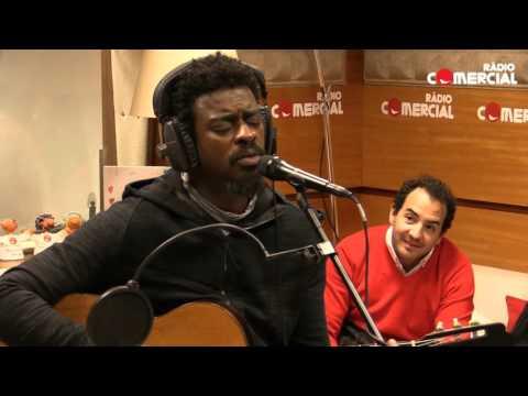 Rádio Comercial | Seu Jorge - 'Bola de Meia' + 'Amiga da Minha Mulher' (ao vivo)