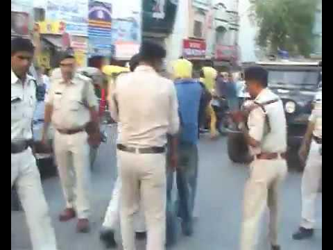 Police beating Thieves in The middle Of the Road In INDIA
