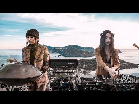 Giolì & Assia - #DiesisLive @Vulcano, Aeolian Islands [Handpan Set]