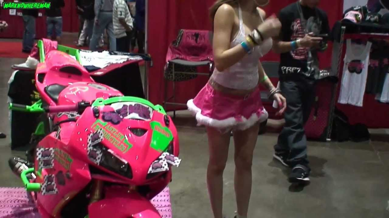 The Proper Way To Lift Up A Motorcycle Plus A Pink Honda