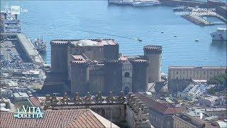 """""""Vedi Napoli e poi muori"""". Boom di turisti nella città partenopea - La Vita in Diretta 02/08/2017"""