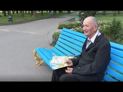 АТН Харьков: 92-летний харьковчанин в городском парке продает свои добрые сказки - 03.07.2020