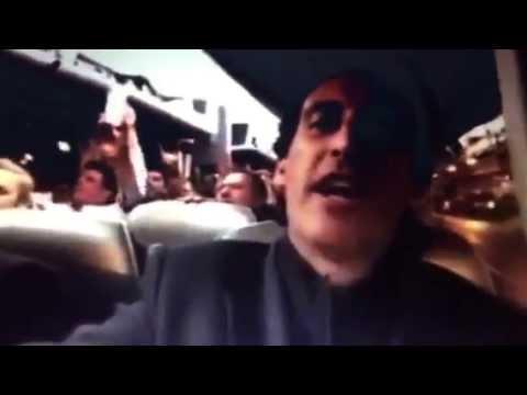 Unai Emery canta el himno del Centenario del Sevilla FC en el autobús