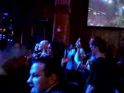 LOONEY'S PUB CRAZY DRUNK DANCING VERY FUNNY