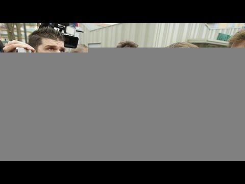 امرأة منقبة إلى جانب الرئيس الفرنسي تشعل مواقع التواصل الاجتماعي …  - 19:00-2020 / 2 / 20