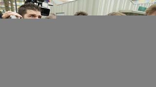 امرأة منقبة إلى جانب الرئيس الفرنسي تشعل مواقع التواصل الاجتماعي …
