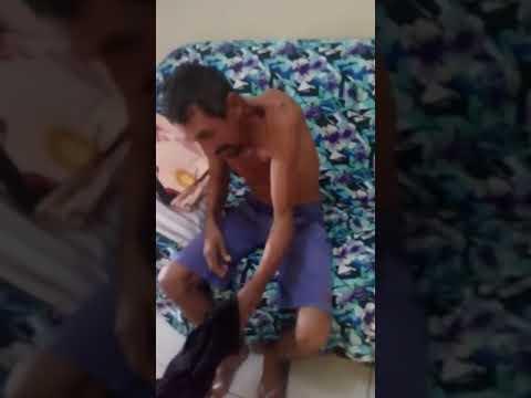 Irmãs gêmeas pedem ajuda para ver o pai doente que vive em situação difícil na zona rural de Acopiara Ceará; ele foi picado por cobra; veja vídeo