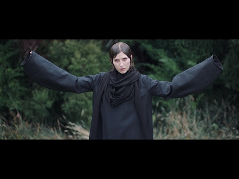 Download Youtube: Aldous Harding - Horizon (Official Video)