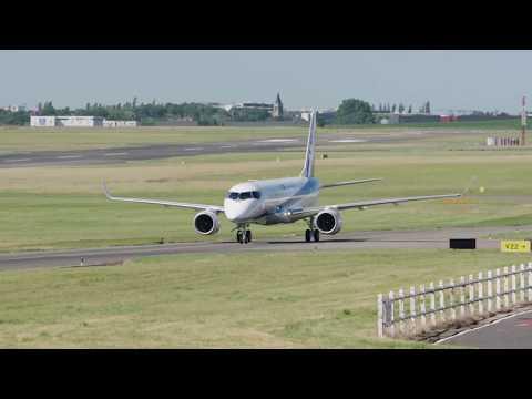 Lietadlo Mitsubishi Regional Jet prichádza na leteckú prehliadku v Paríži (PAS2017)